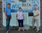 MC DATA HELPT VOEDSELBANK HELLEVOETSLUIS